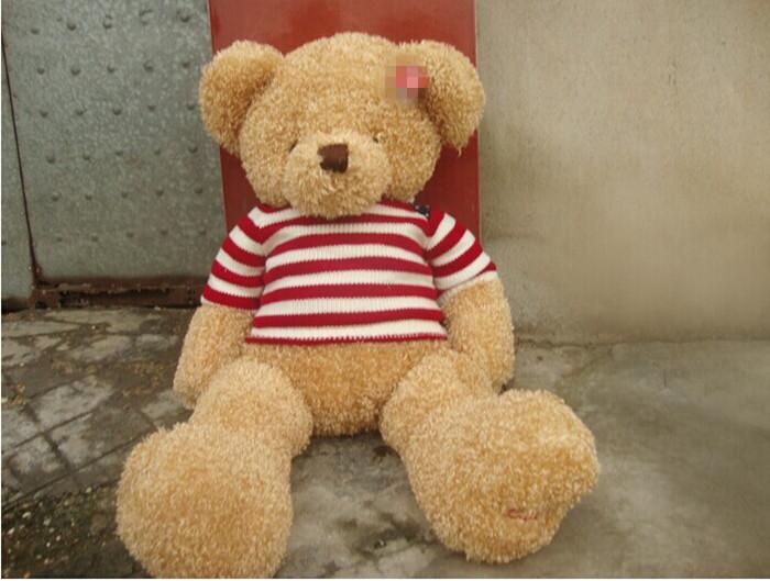 还带着一个小巧可爱的鼻头,超级迷人可爱 如此萌的大熊配上了红白相间