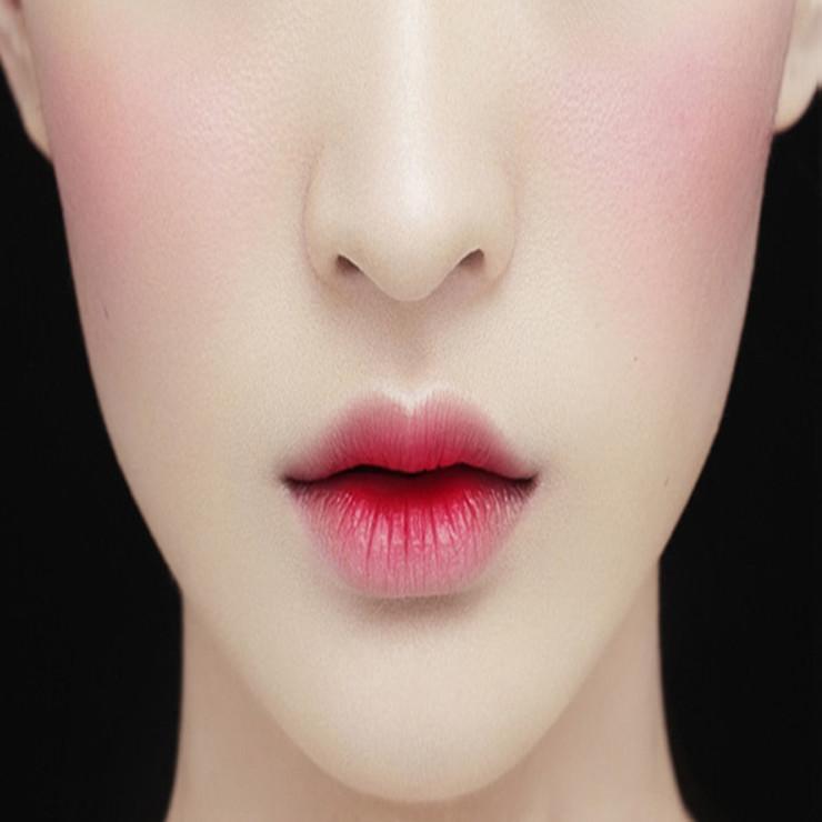 白鹿儿手绘唇妆图片